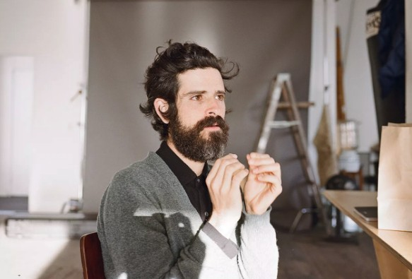 Devendra Banhart releases dreamy new song 'Abre Las Manos'
