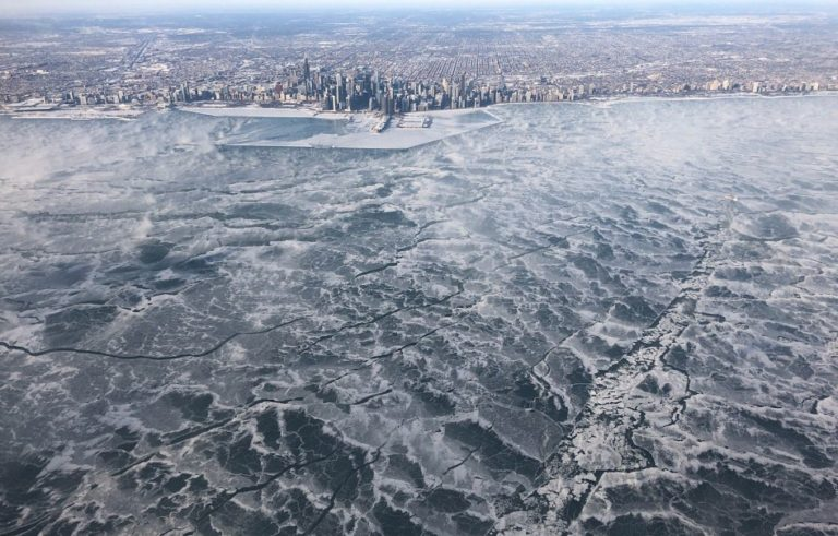 Chicago's Lake Michigan has frozen over - Pictures