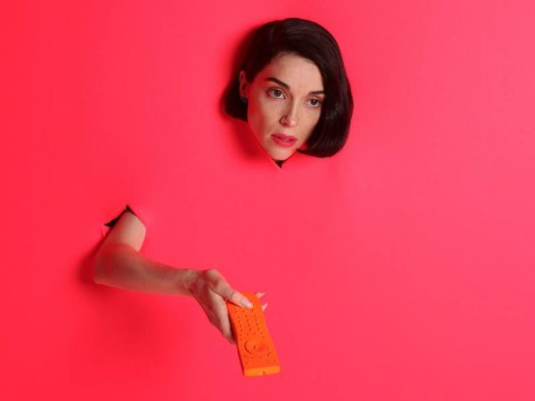 St. Vincent covers Red Hot Chili Peppers song 'Breaking the Girl'