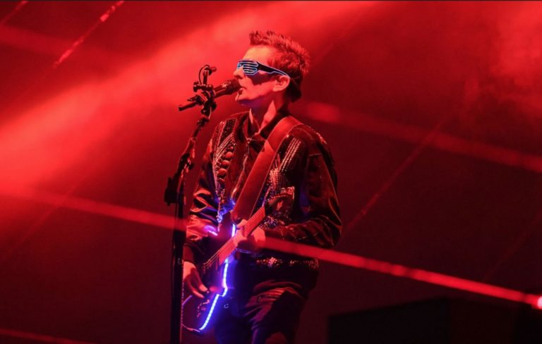 Watch Muse kick off their 'Simulation Theory' tour