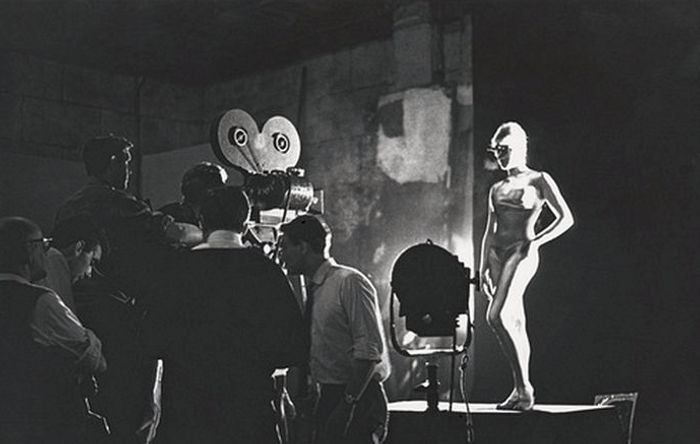 Behind-the-scenes of raunchy 'Goldfinger' opening sequence with model Margaret Nolan