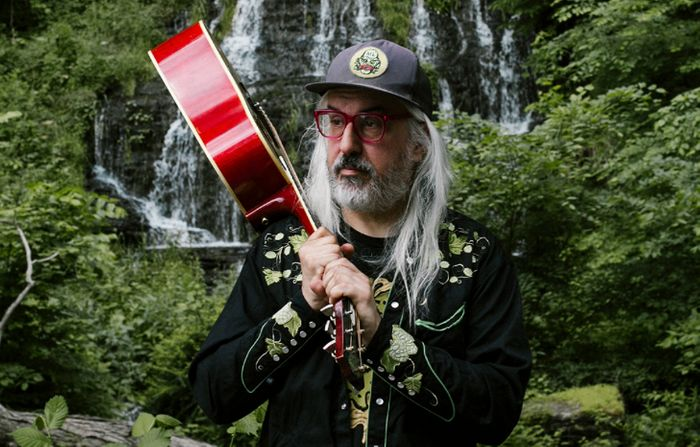 J Mascis reschedules Berlin gig so he can attend the Neil Young concert