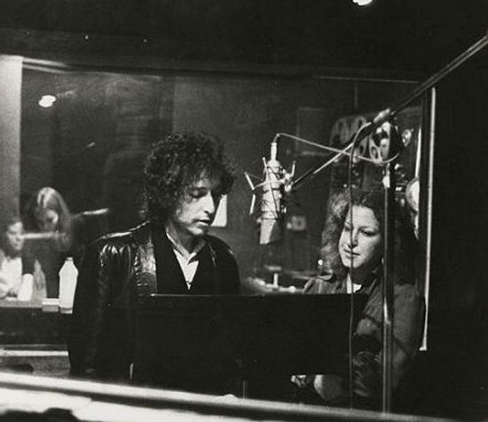 Revisit Bob Dylan And Bette Midler singing 'You Really Got A Hold On Me'