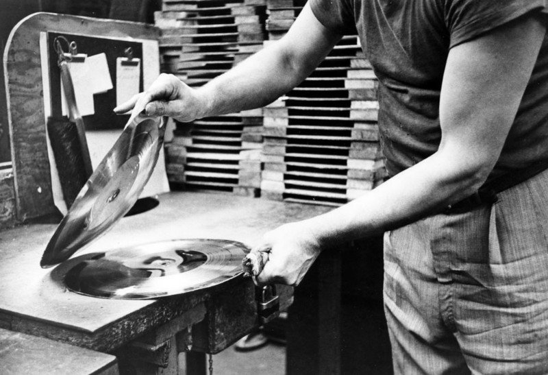 How were vinyl records made in the 1950s?