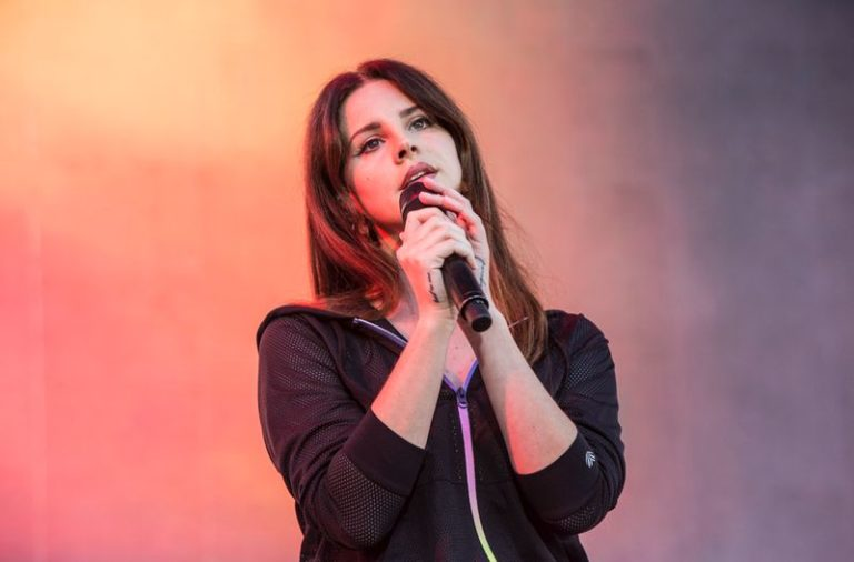 Lana Del Rey covers The Neighbourhood song 'Daddy Issues'