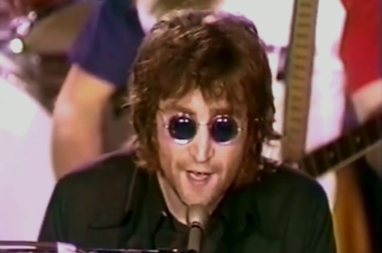 Rare footage of John Lennon performing 'Imagine' on television, 1972