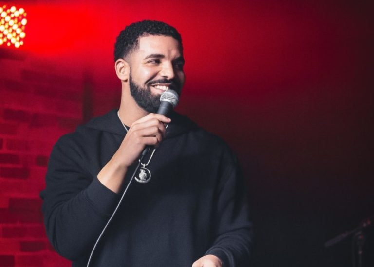 drake booed off stage