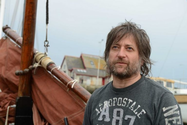 King Creosote to perform 'From Scotland With Love' with a nine-piece band