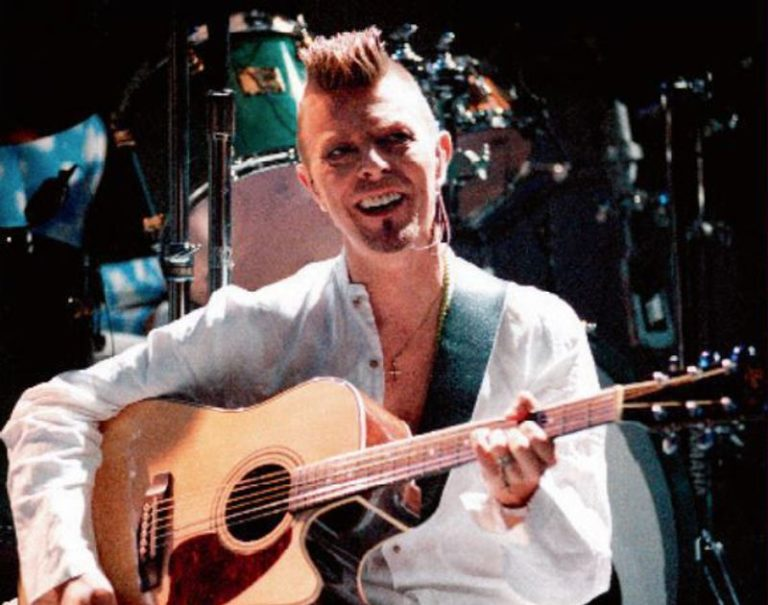 Watch David Bowie perform his 'Almost Acoustic Christmas' set live