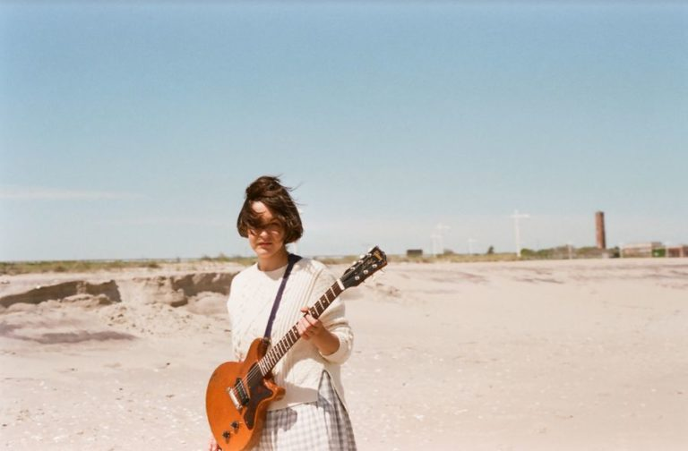 Jane Herships releases her new song 'Best Friends'