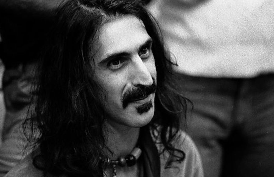 Listen to Frank Zappa read a passage from William Burroughs book 'Naked Lunch', 1978