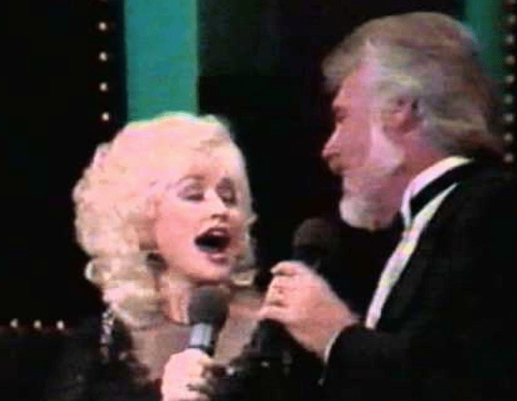 Revisit the dreamy duet of Kenny Rogers and Dolly Parton singing 'Islands In The Stream'