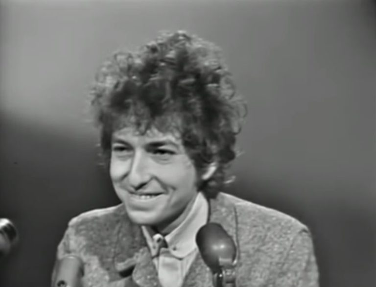 Watch Bob Dylan's iconic San Francisco press conference, 1965