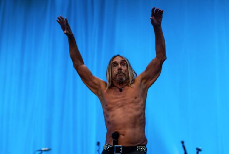 Iggy Pop performing live