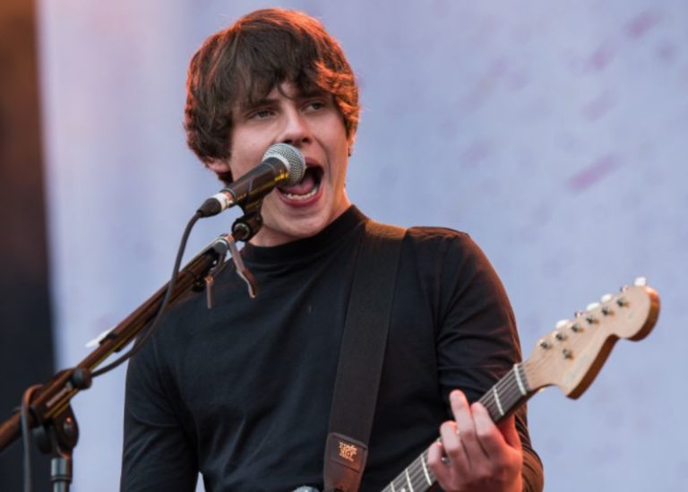 Jake Bugg releases new song 'Saviours Of The City'