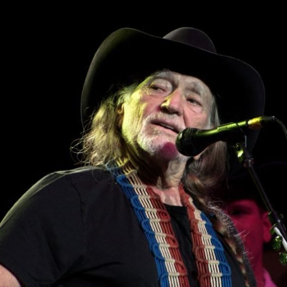 Willie Nelson is hosting a virtual weed variety show on 4_20