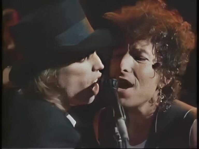 Watch Bob Dylan and Tom Petty perform 'Knockin' On Heaven's Door' back in 1986