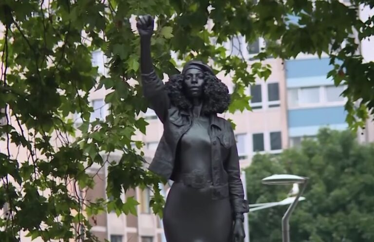 Marc Quinn's statue of Black Lives Matter protester replaces slave trader Edward Colston