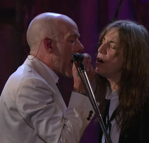 Revisit R.E.M. and Patti Smith's stunning performance The Stooges song 'I Wanna Be Your Dog'