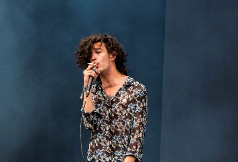 Watch The 1975's new video for 'Don't Worry'
