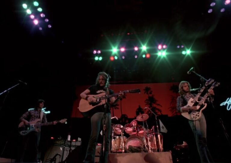 Watch live footage of Eagles performing a rousing rendition of 'Hotel California', 1977