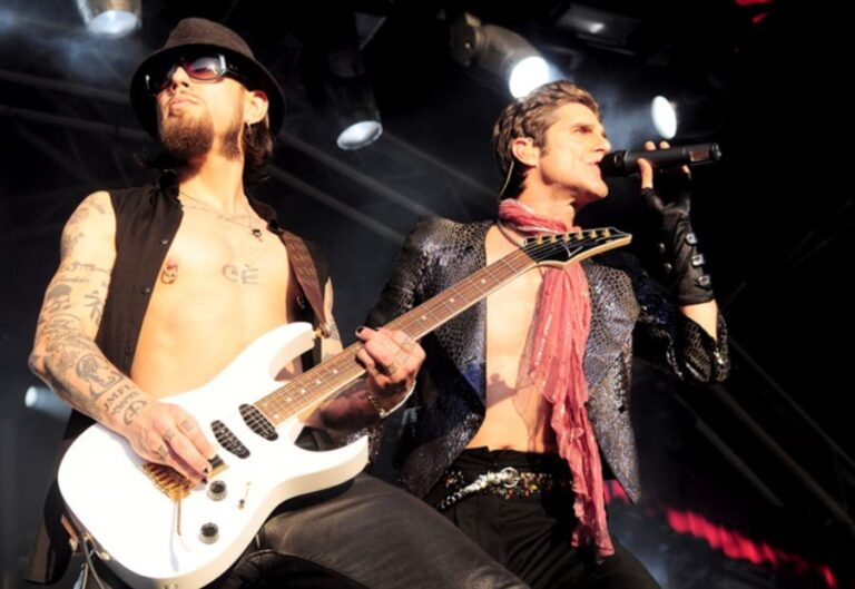 Jane's Addiction reunite for their first public performance in three years