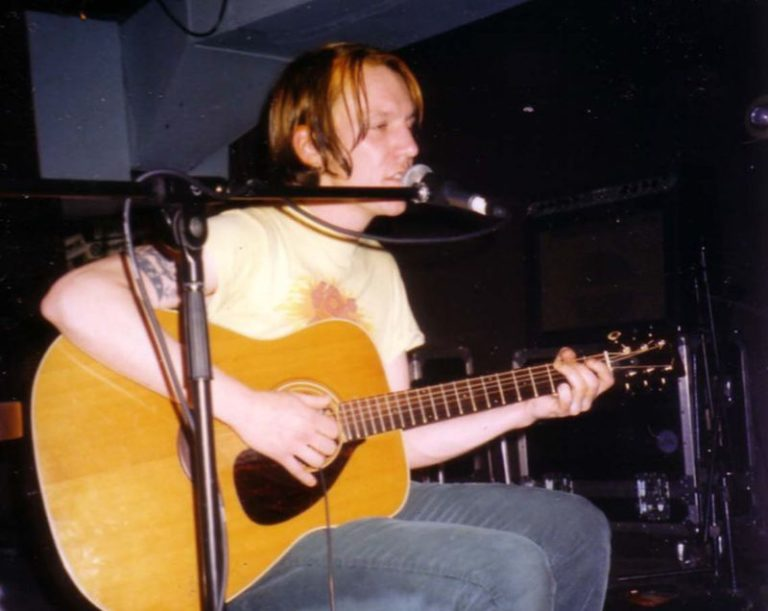 New live album of Elliott Smith's first-ever solo show from 1994 released