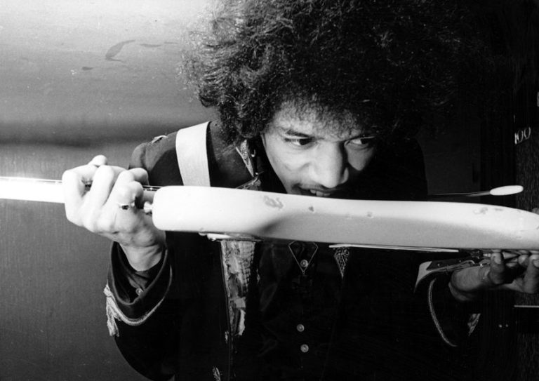 5 isolated guitar tracks that prove Jimi Hendrix was a genius