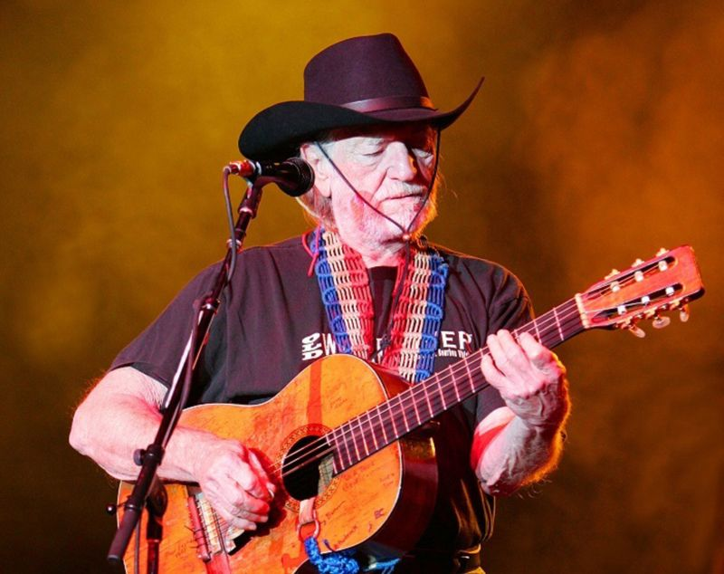 Did Willie Nelson smoke weed at the White House?