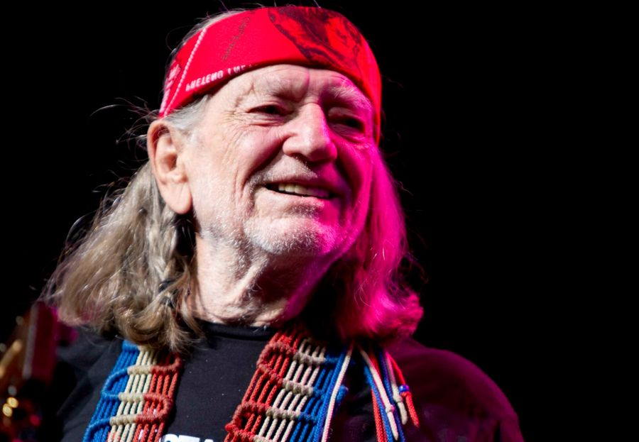 How did Willie Nelson smoke weed at the White House?