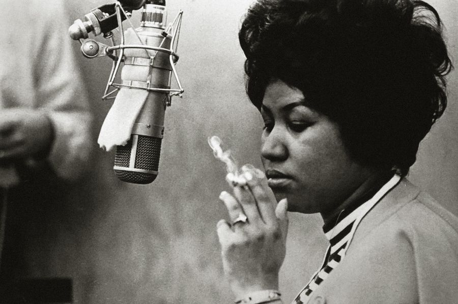 Aretha Franklin in front of a microphone